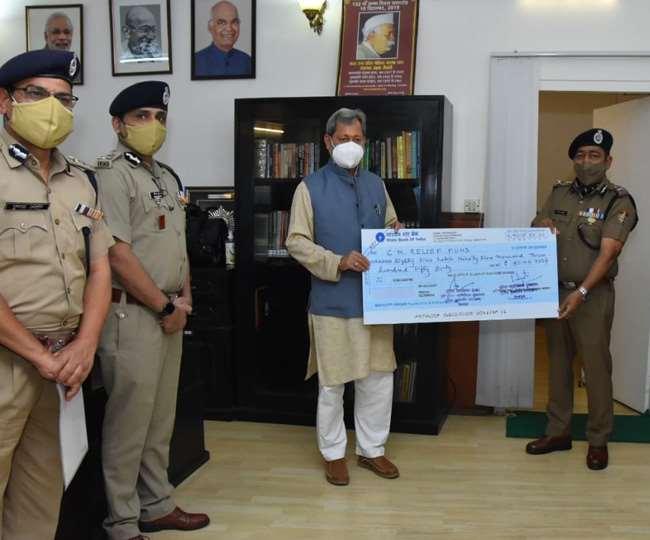 बुरे वक्त में उत्तराखंड पुलिस ने निभाई दोस्ती,अपनी सैलरी से CM राहत कोष में दिए करीब 86 लाख रुपए