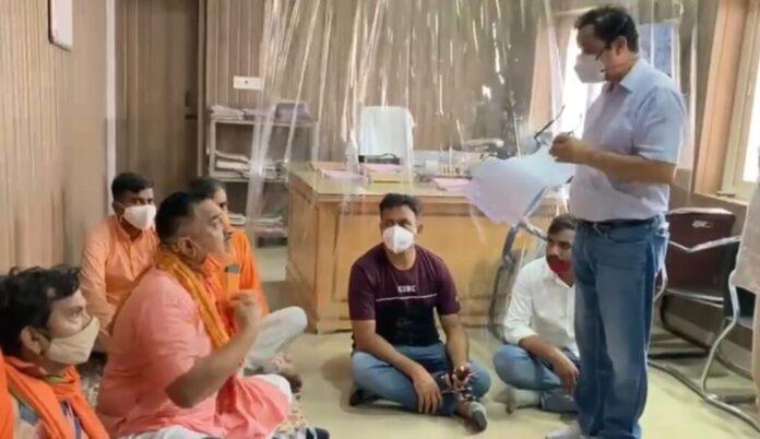 उत्तराखंड: PWD कार्यालय में विधायक का हंगामा, बोले तेल छिड़क कर आत्महत्या कर लूं